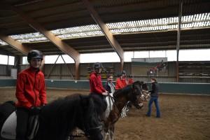 Aufmarsch der Reiterinnen der Reit und Fahrgemeinschaft Fischerhude zur Reitabzeichen Prüfung RA9 RA 8 und Mounted Games Abzeichen